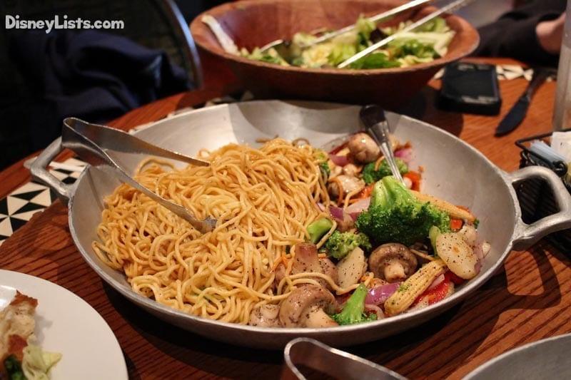 5 reasons to experience 39 ohana dinner at disney s for Food bar ohana