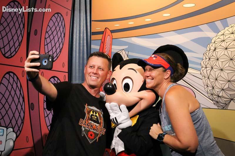 Mickey Selfie