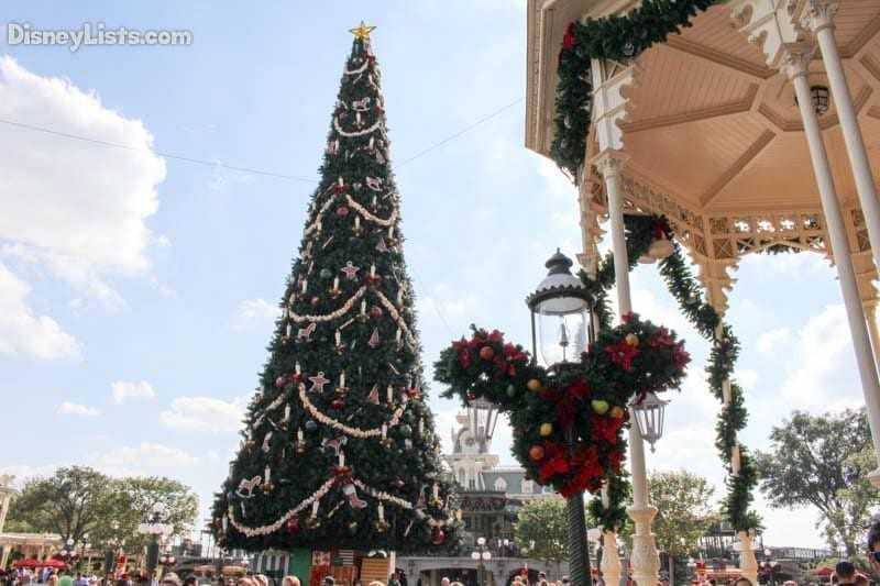 magic-kingdom-christmas-tree