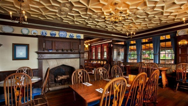 6 Reasons We Love Rose And Crown Pub And Dining Room